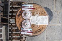 Servierschalen und Wasserflaschen für unterwegs